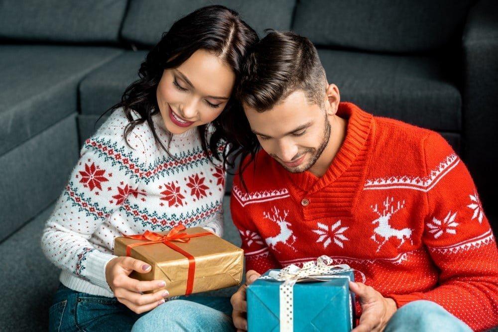 Par der udveksler kalendergaver